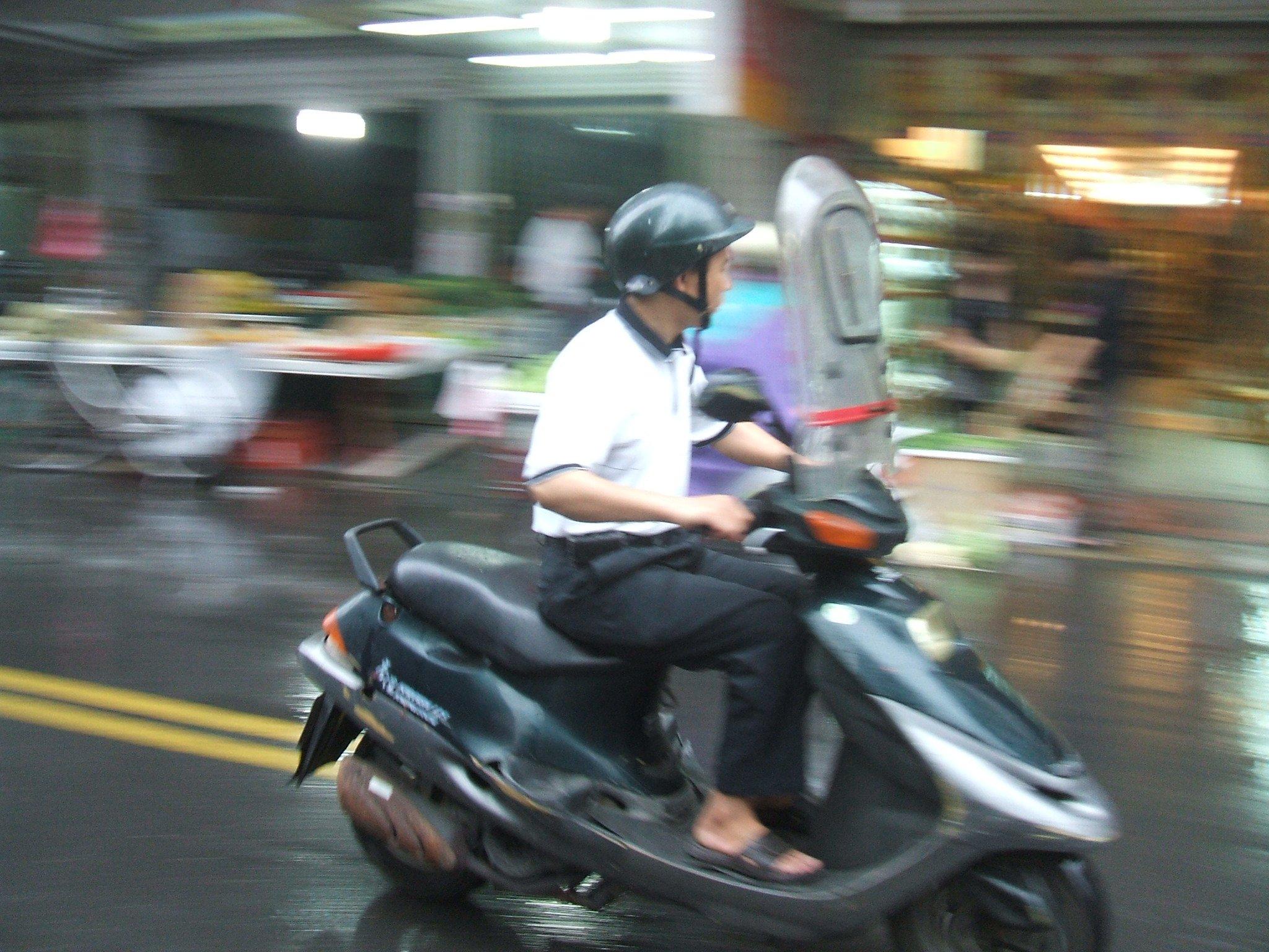 台湾の雨仕様カスタムバイク
